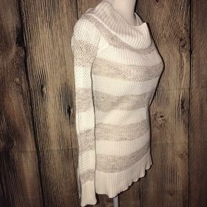 AERIE LONG SLEEVED SWEATER SMALL CREAM & BEIGE